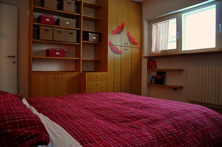 "Chez Nous B&B San Marino ""Poppy"" - Borgo Maggiore - Bed & Breakfast"
