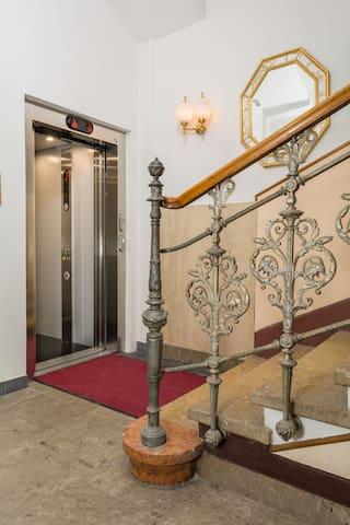 Stiegenhaus, Lift/stairs, elevator