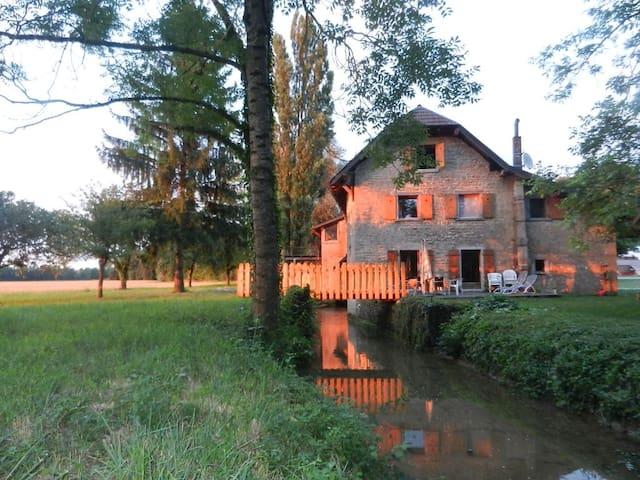 Moulin au fil de l'eau, au coeur de la Bresse/Jura - Ruffey-sur-Seille - Dom