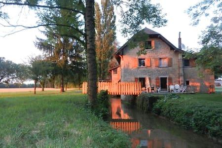 Moulin au fil de l'eau, au coeur de la Bresse/Jura - Ruffey-sur-Seille - House
