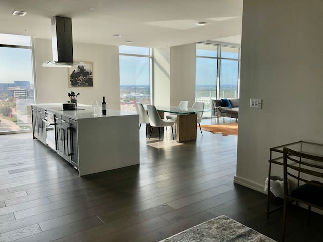Luxury Frisco Star-View Loft - Includes Car Rental