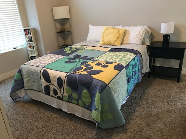 Private Bedroom in Gorgeous Home, Close to I-25 - Fort Collins - Talo
