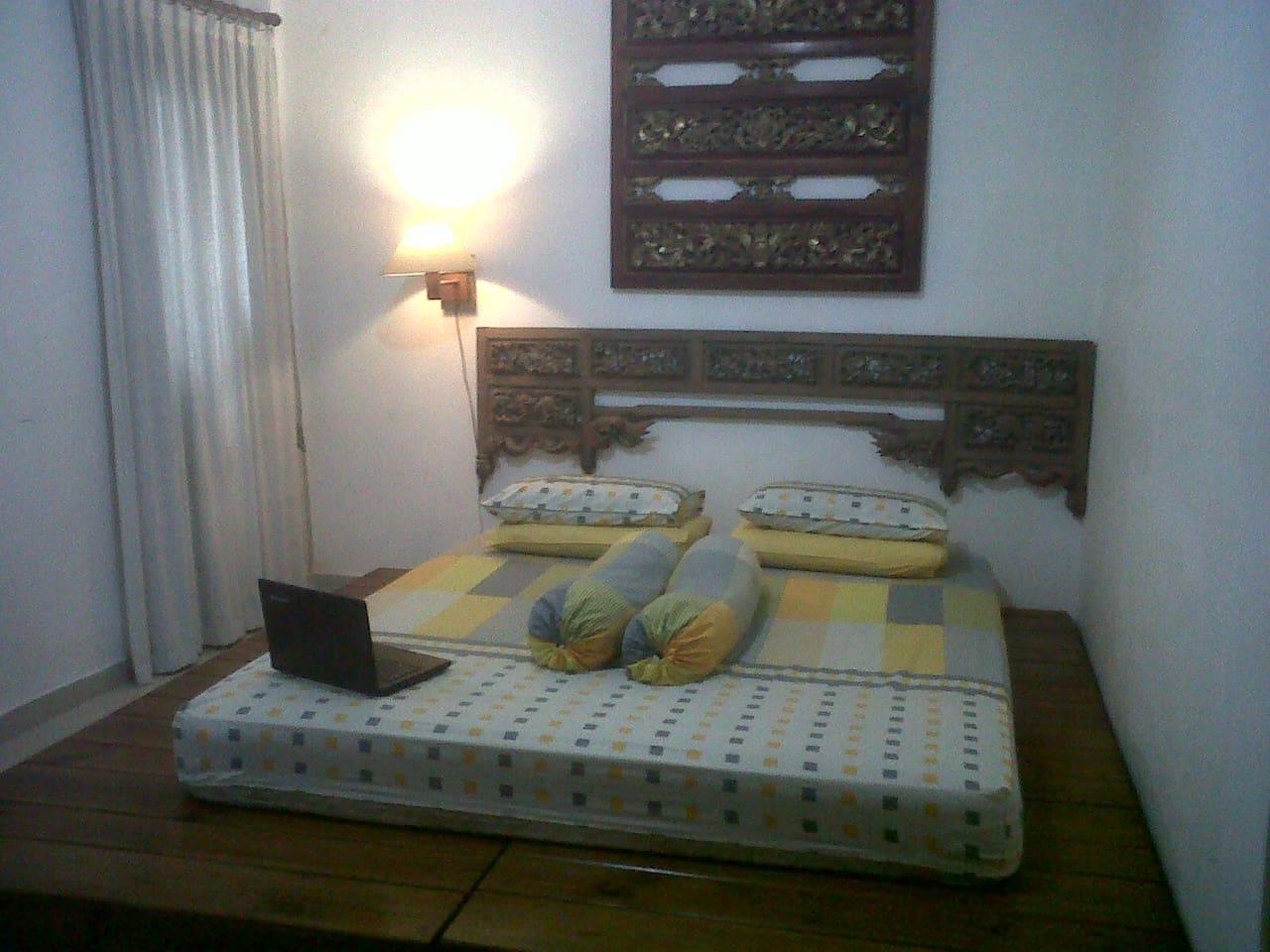 kamar tidur yang nyaman bergaya etnik