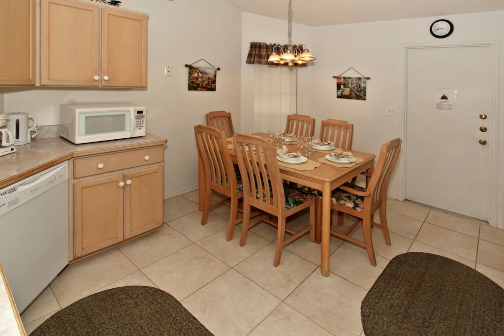 Full Kitchen with Table for 6 people