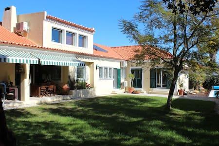 Guest House Villa Jacarandá - Palmela - Villa