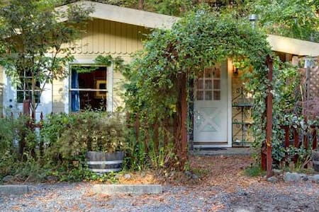 Elim Grove Cottage with Breakfast!! - Cazadero