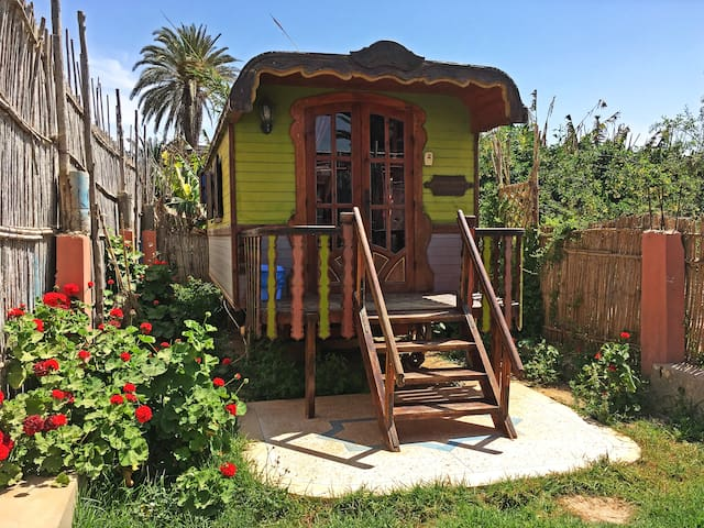Romantic wooden caravan - Awrir - Camper/RV