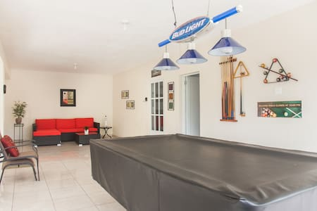 ✴Pool Table + WiFi +Parking-8 min from the beach✴