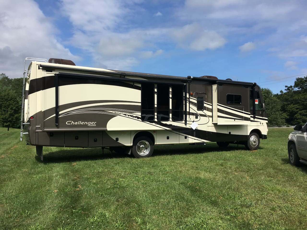 "37 ft 10"" self contained motor home"
