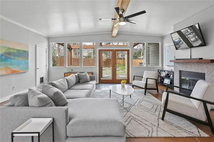 Beautiful home & yard near White Rock lake