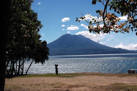 Fabulous Views of Vulcanos and Lake Atitlan - Lake Atitlán - Bungalov