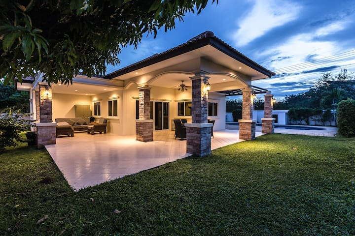 Nice house with a big pool and garden OPV 19