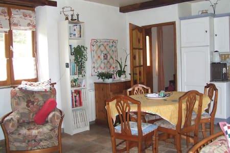 Pink House Terre Nere Le Village - Banios