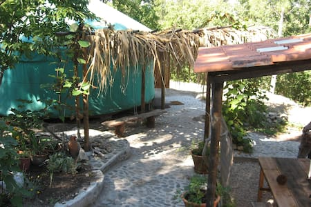 yurt near the mountains - Avô