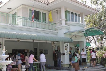 Bangkok house near market & public - Bangkok - Huis