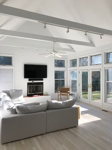 Open Living Area with pool access