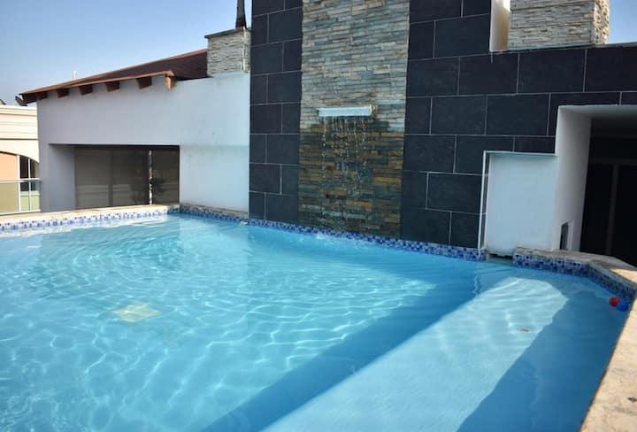 Apartamento moderno en Bella Vista con piscina
