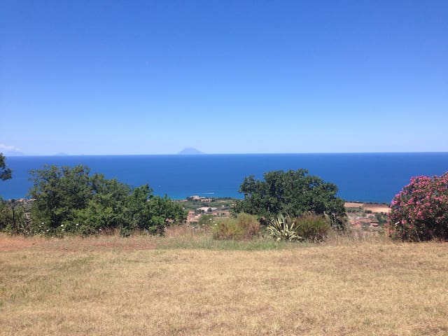 Silence, peace, nature, 4 km from Tropea - Ciaramiti - Huis