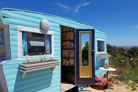 FRENCH VINTAGE CARAVAN-WILD VALLEY GIPPSLAND