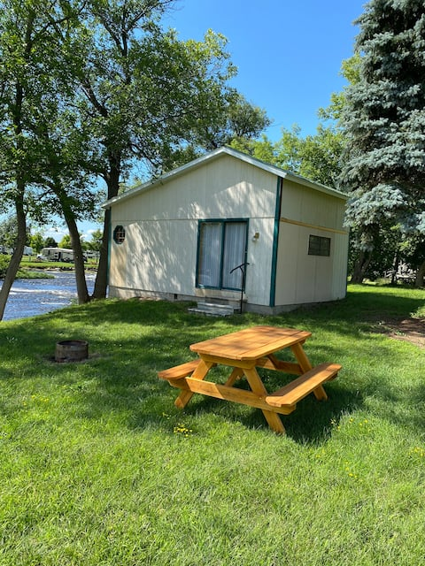 Beautiful Cabin On The River! Adirondack King Bed