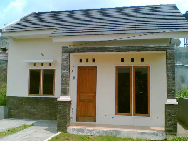 rumah nyaman sewa murah - Yakarta - Casa