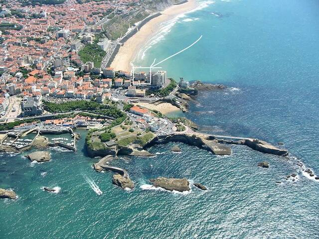 Amazing: downtown Biarritz, surrounded by beaches!