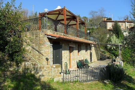 Monolocale Sulle Colline Fiorentine - San Donato Fronzano - Haus