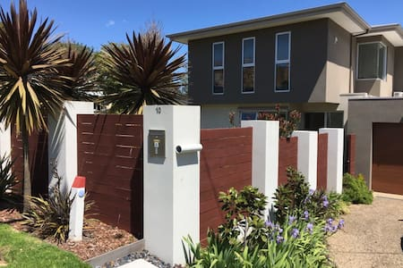 A stones throw from the best of Mornington! - Mornington - Townhouse