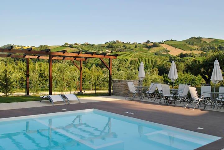 Casa de 2 habitaciones en Montalto delle Marche, con piscina compartida y WiFi