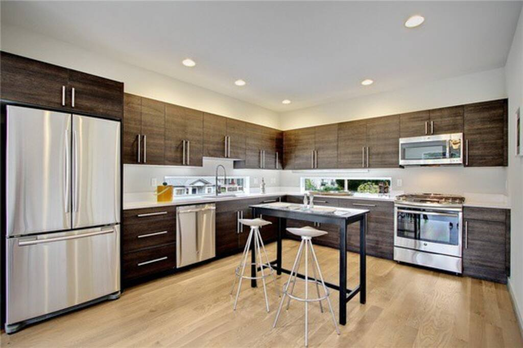 Large modern kitchen with gas stove!