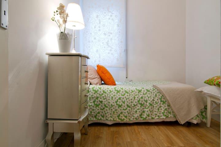 Habitación en un piso acogedor y tranquilo
