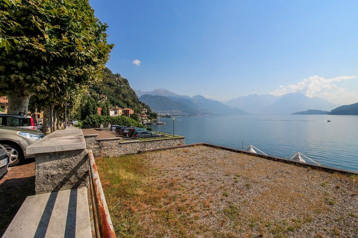 Beautiful apartment w/ breathtaking lake & mountain views from the balcony!