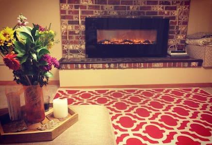 Quiet Two Bedroom Retreat - Kenmore - Apartamento