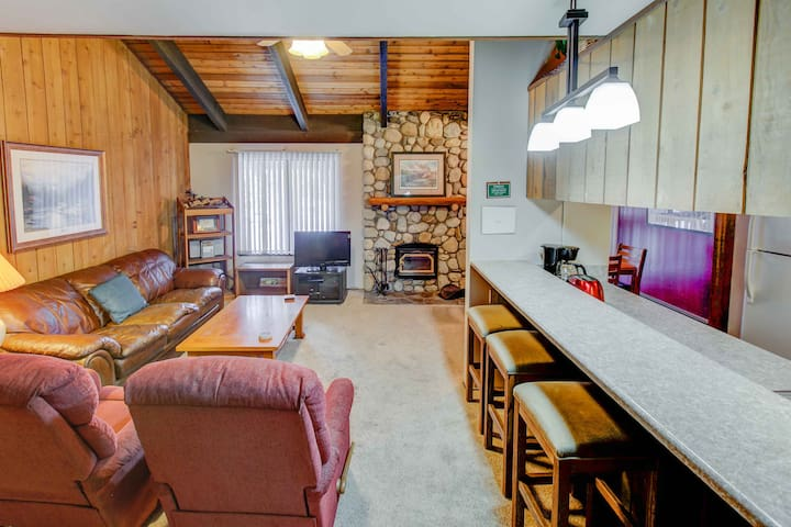 Rustic Sunshine 2B+Loft/3Ba Near Village + Eagle! - Mammoth Lakes - Dom