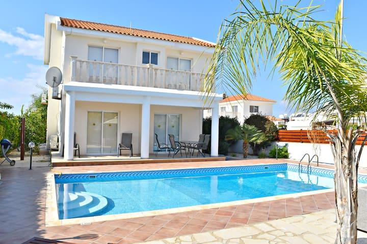 Coral Bay 3Bed Villa Prime Location