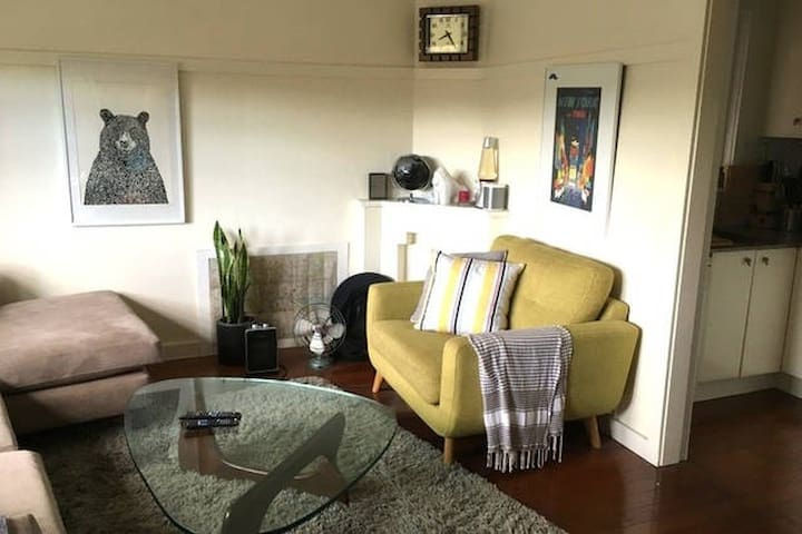 Private room in cosy 2 bed art-deco flat - Rushcutters Bay - Apartment