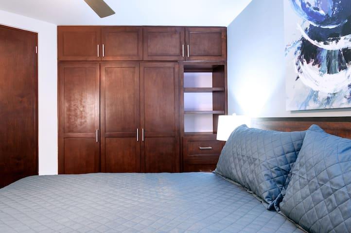 Guest Bedroom I Queen Size Bed