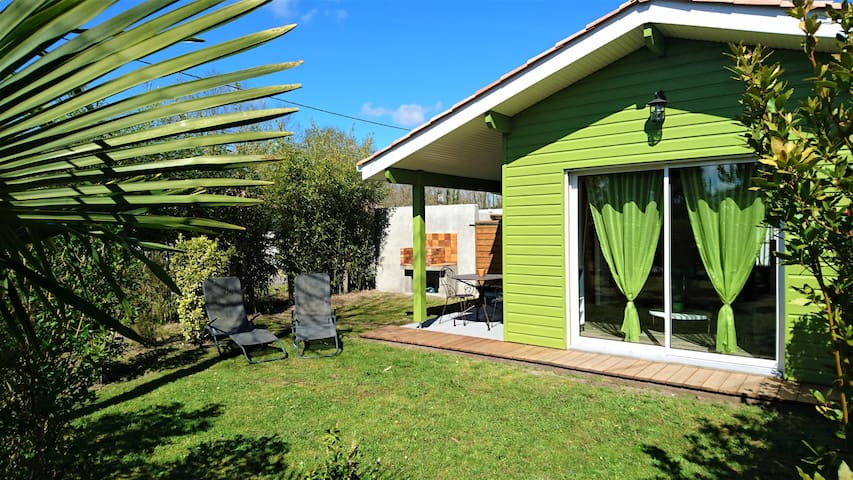 Quality holiday cottage 15 minbeach garden+parking - Brach - บ้าน
