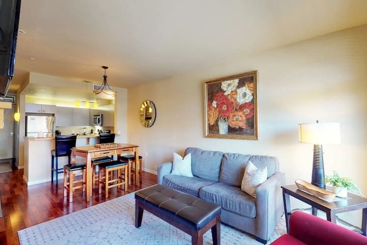 Limited-mobility accessible condo w/ mountain & lake views plus private balcony