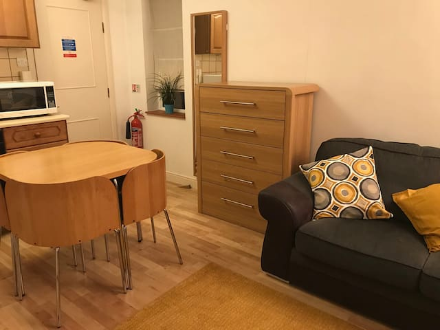 Ground floor 1 bed apartment-pet friendly