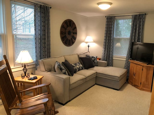 Ludlow Village Guest Cottage with Prime Location