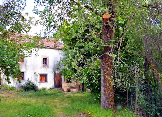 Great Medieval  Water Mill, one hor from Madrid - Ventosilla - Hus