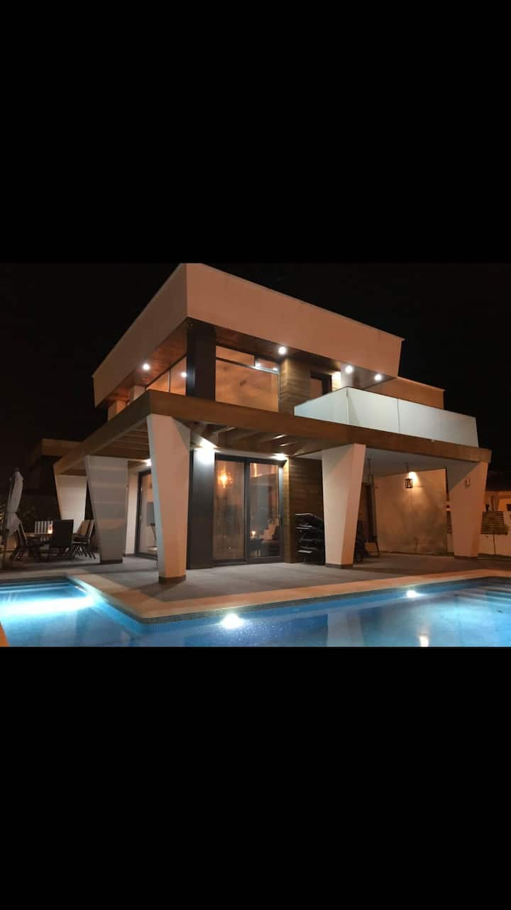 Luxury villa, private pool, near beach & services
