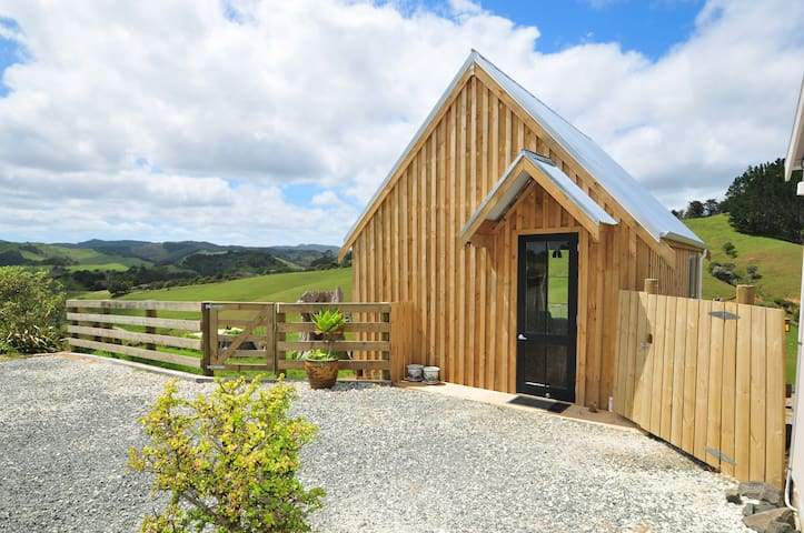 Wayby Country Retreat - Bennys Barn - Wellsford - 家庭式旅館