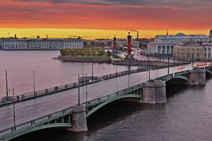 Club residance on the  bank of the Neva. Center