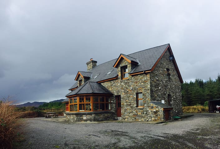 Sneem 'Ring of Kerry' Cottage - 4 Bed - Sneem