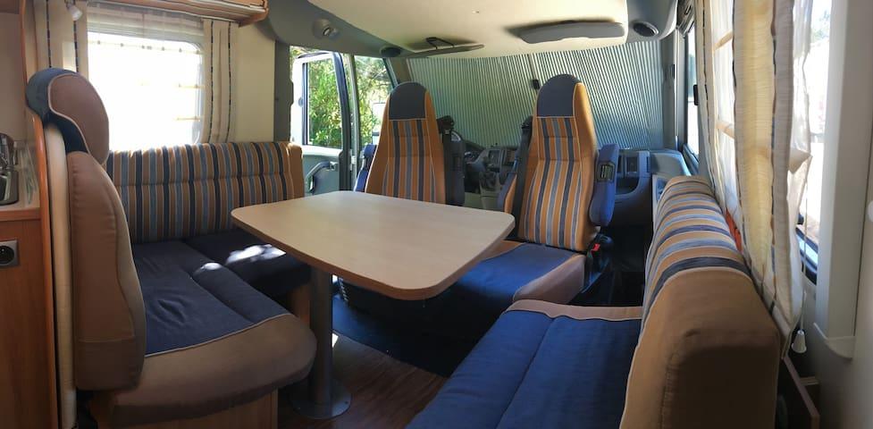 Et pourquoi pas un camping car ;-)