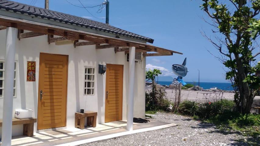 濱海平房花園小屋 (可住2~4人),超大套房獨立進出,花蓮七星潭海洋微風之家