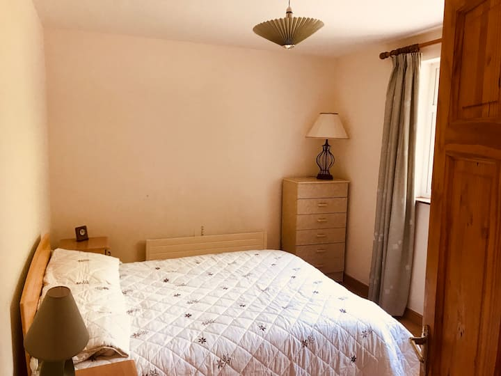 Lovely room available in 1 of KK's best areas
