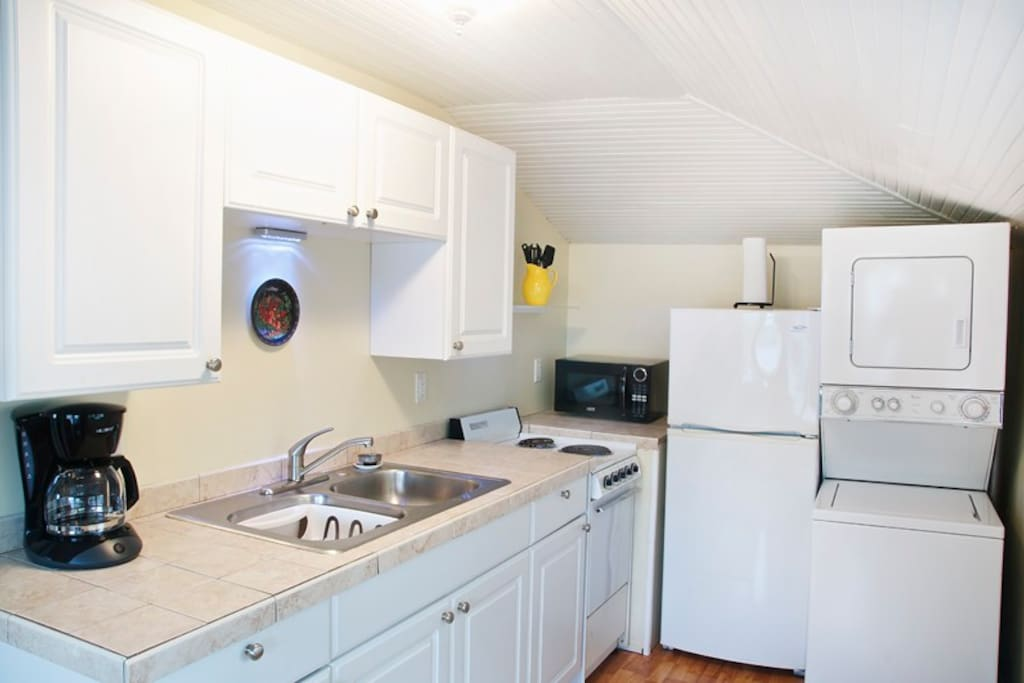 Clean and bright kitchen,- including washer and dryer